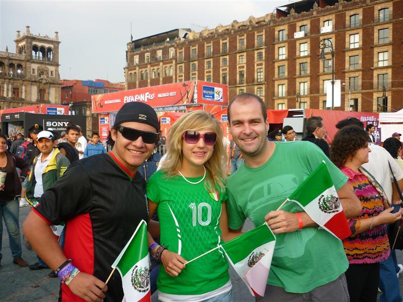 Wes, Elis e eu na torcida pelo México